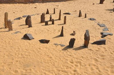 A replica of the stone circle at Nabta Playa from the Aswan Nubia museum (photo copyright wiki user Raymbetz 2009)