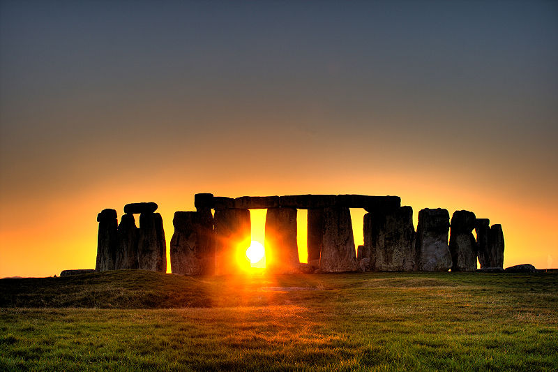 800px-Stonehenge_(sun) photo copyright  flickr user Simon Wakefield 2008