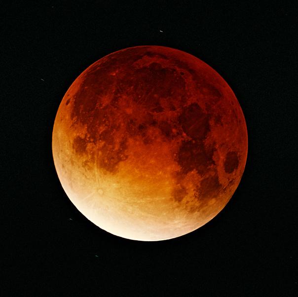 Lunar-eclipse-09-11-2003_copyright Oliver Stein