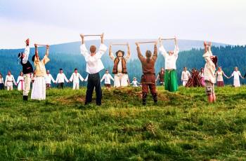 Rodny Kruh in Slovakia celebrating the summer solstice